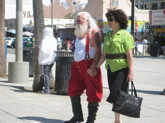 Strange People on the Streets (44 pics)