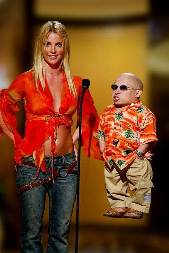 Vern Troyer and His Women (23 pics)