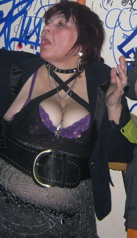 Crazy Punk Grandma (8 pics)