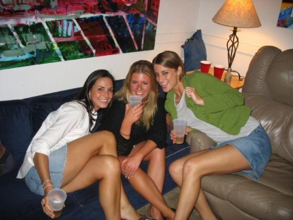 Pretty Amateur Girls (80 pics)