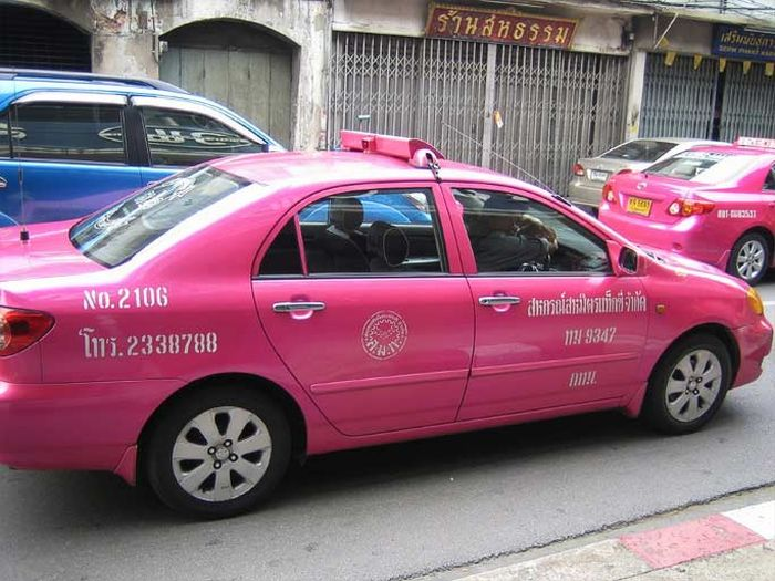 Different Taxis Around the World (14 pics)