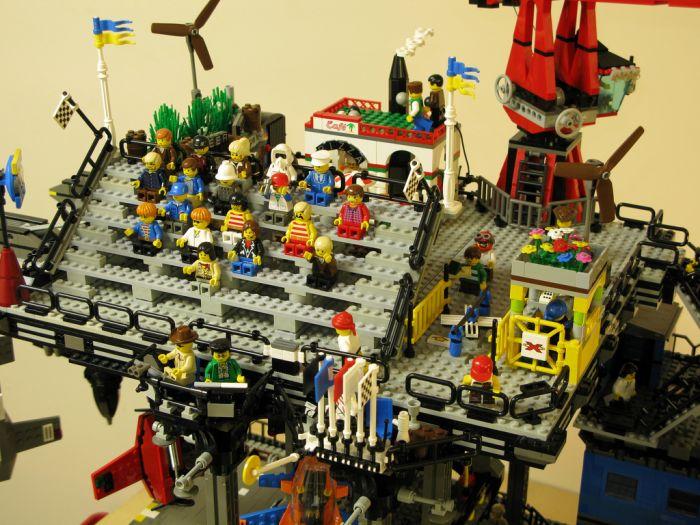 Lego Crawler Town (15 pics)