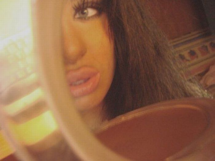 Girl with Fake Lips (19 pics)