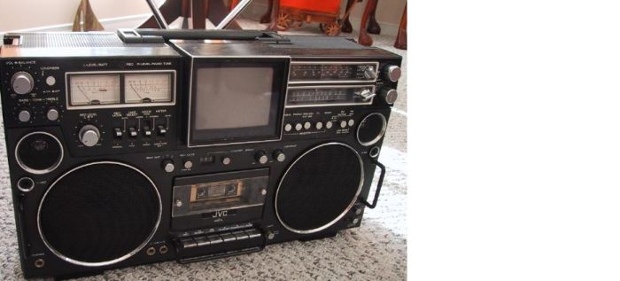 Old School Boomboxes (24 pics)