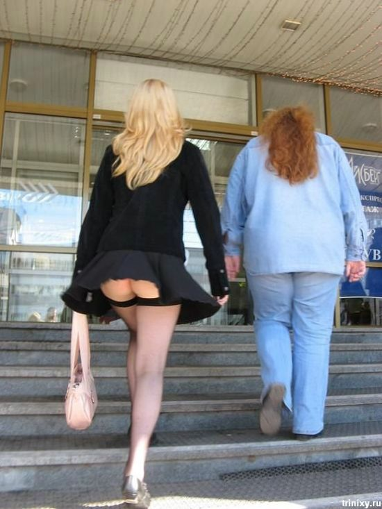 When Skirts and Dresses Are Too Short (111 pics)