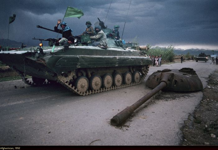 WAR by Steve McCurry (33 pics)
