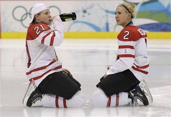 Canadian Women's Hockey Team Celebration (24 pics)