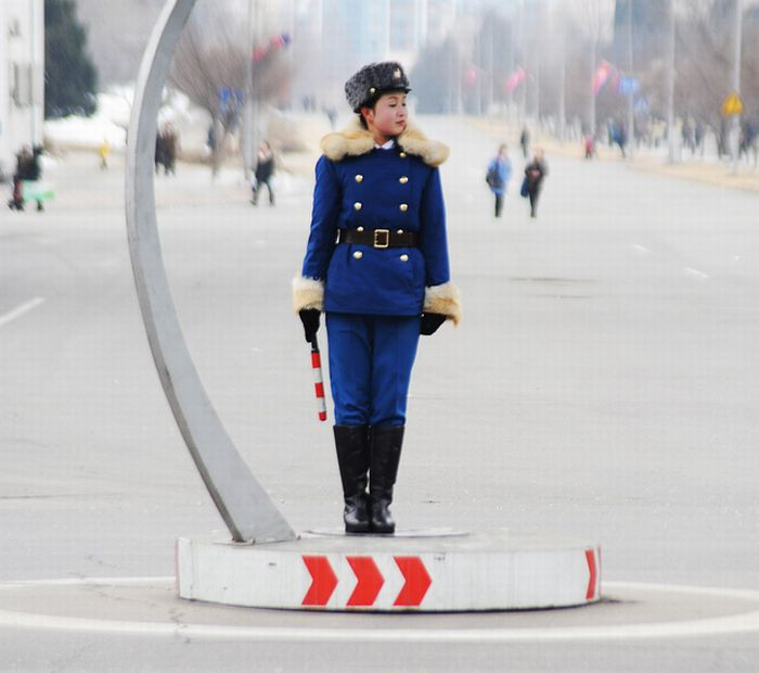 Pyongyang Traffic Girls (18 pics)