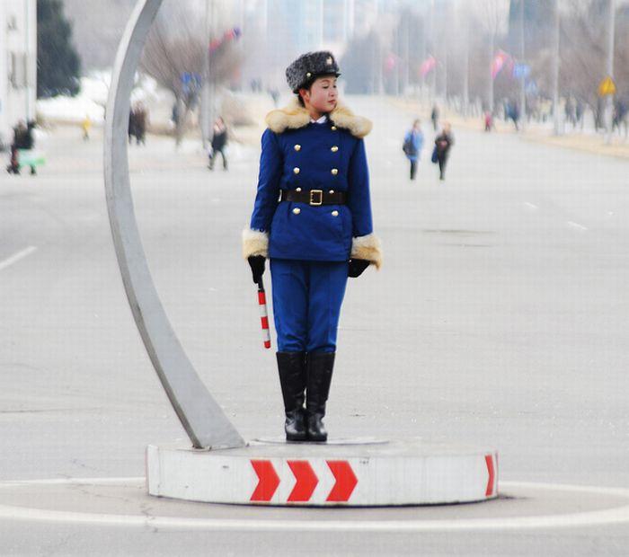 Música occidental en Corea del Norte Pyongyang_traffic_girls_01