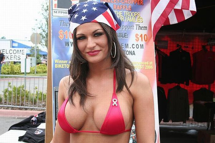 Sexy Girls of Daytona Bike Week (46 pics)