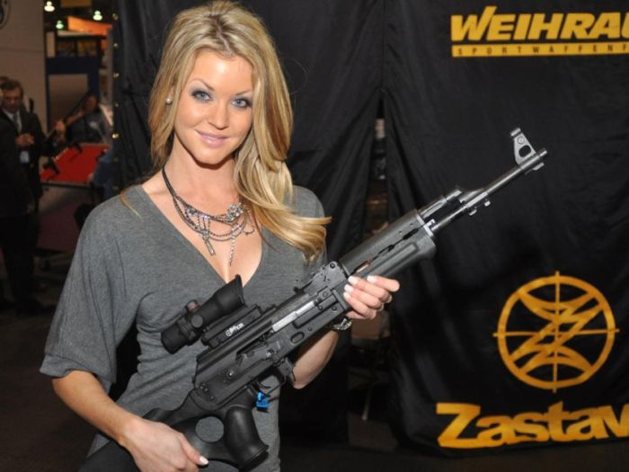 2010 Shot Show Booth Babes (21 pics)