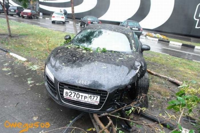 Audi R8 Crash in Moscow (14 pics)