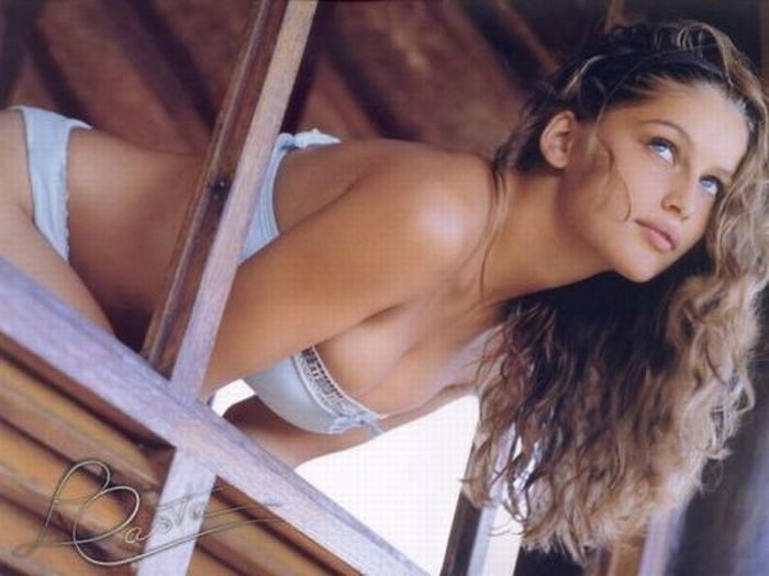 Hottest Women from Different Countries (30 pics)