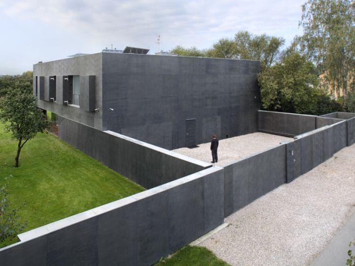 Safe House (16 pics)