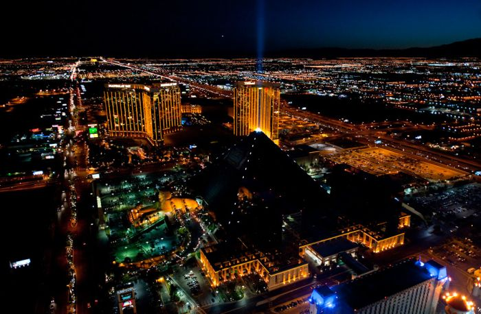 Night Photos of Las Vegas and New York (20 pics)