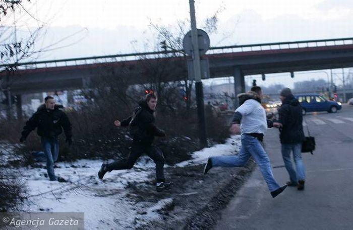 Police vs Soccer Ultras (61 pics + video)