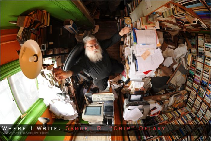 Where Fantasy and Science Fiction Authors Write Their Books (20 pics)