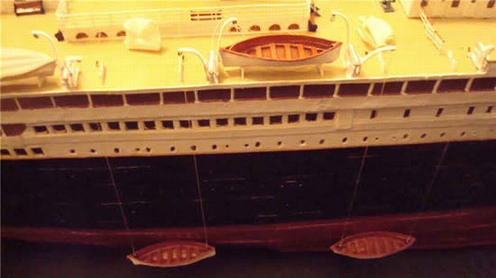 A Paper Model of Titanic (22 pics)