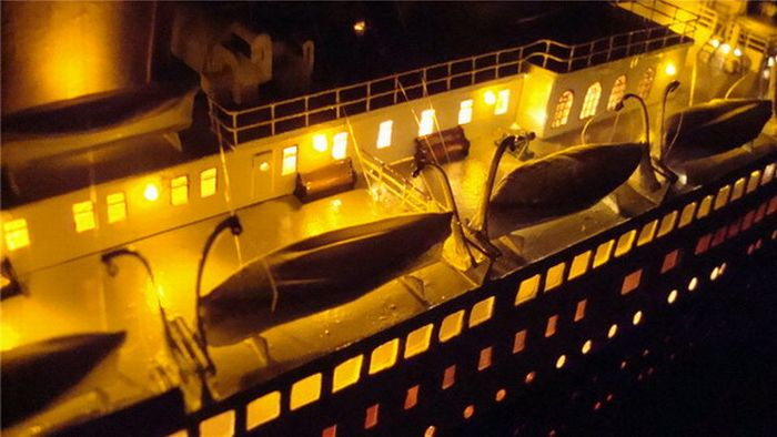A Paper Model of Titanic (22 pics)