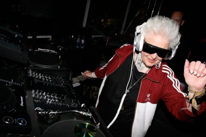 The World's Oldest DJ (28 pics)