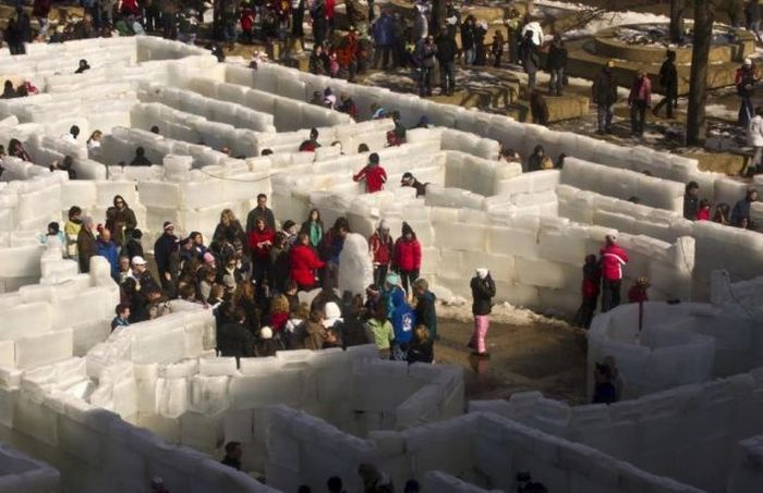 Ice Labyrinth in Buffalo (20 pics)