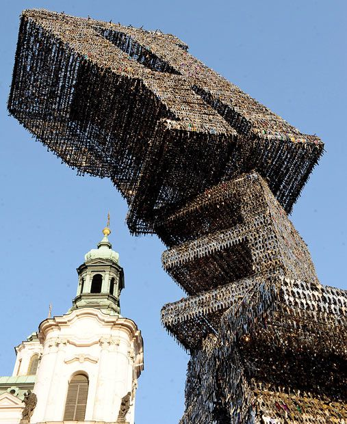 Key Sculpture in Prague (6 pics)