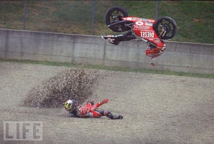 Motorcycle Crashes (26 pics)