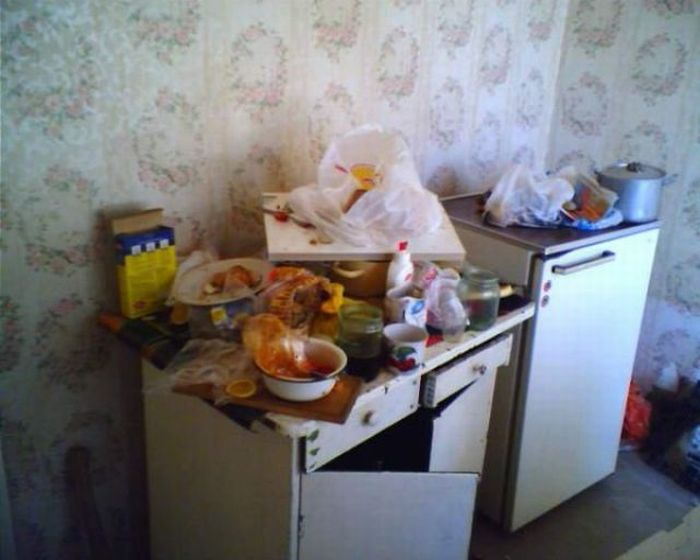 Single Man Cave in Russia (15 pics)