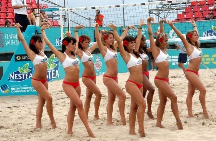 Beach Volleyball Cheerleaders. Part II (27 pics)