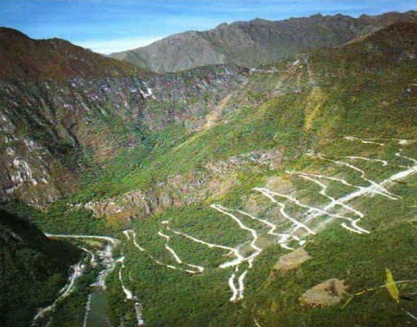 Most Dangerous Roads in the World (35 pics)