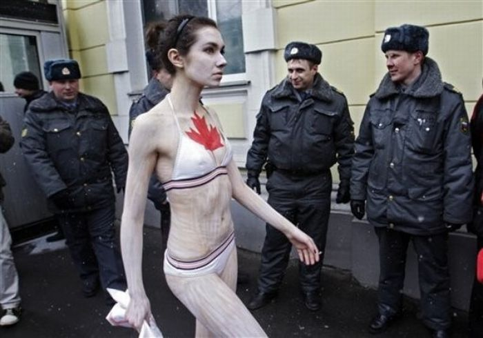 PETA Protest in Moscow (8 pics)