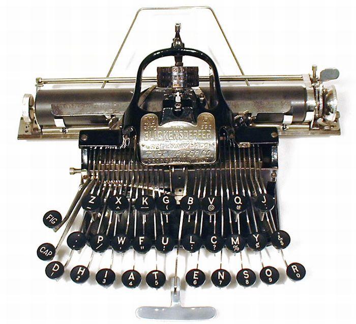 Antique Typewriters (51 pics)