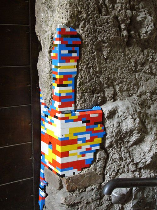 Repairing Monuments with Lego (12 pics)
