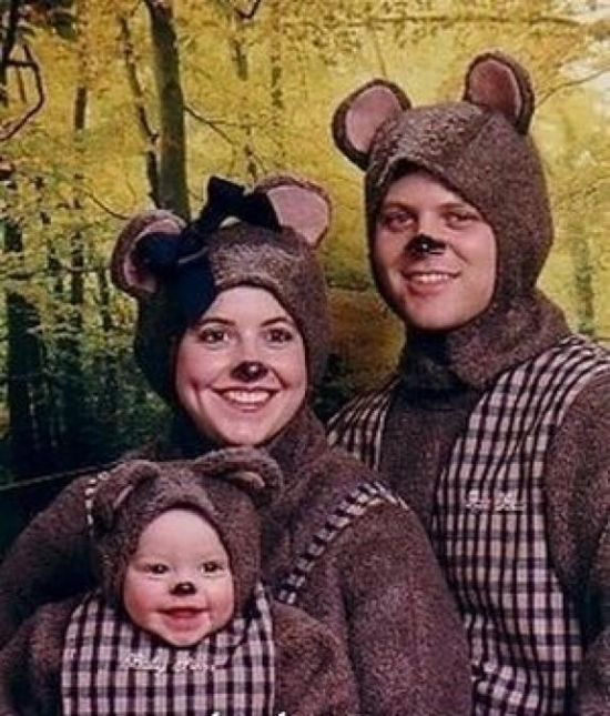 Funny and Strange Family Photos (28 pics)