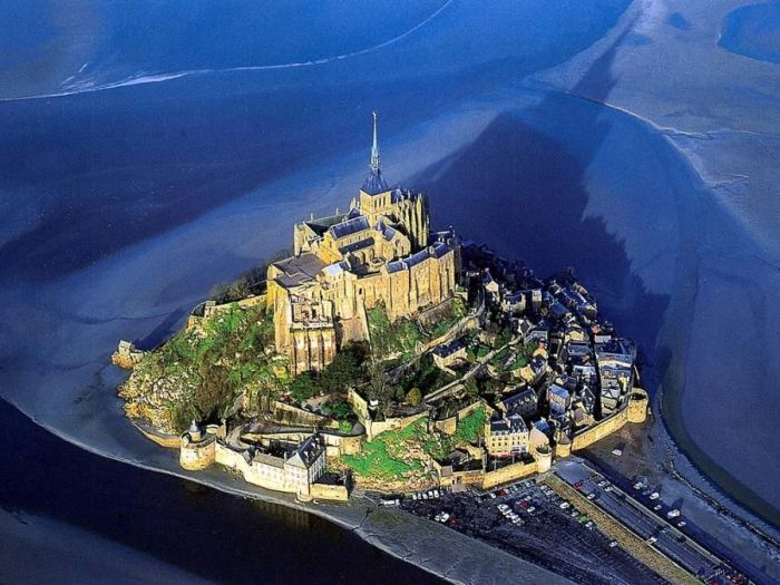 Town in the Middle of the Sea - Mont Saint Michel (14 pics)