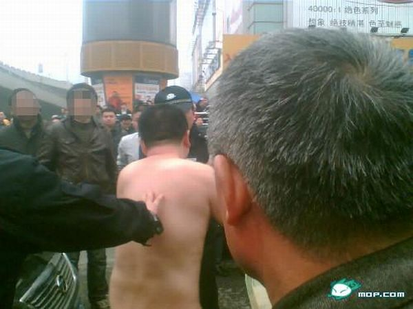 A Crazy Naked Man Trying to Lift a Taxi (23 pics)