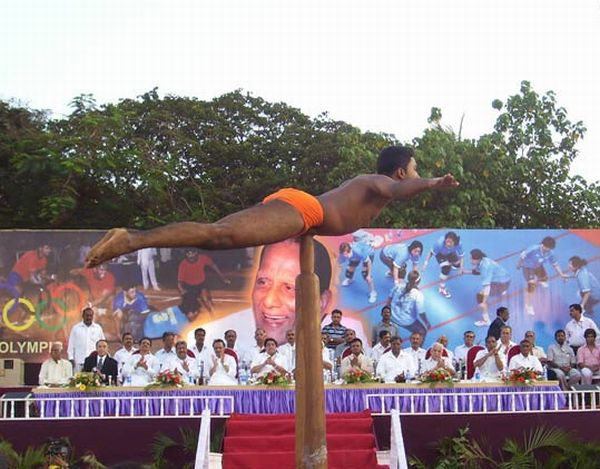 Mallakhamb - the Most Extreme Type of Pole Dancing (15 pics)