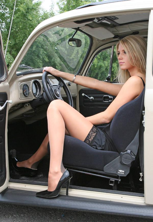 Beautiful Girls and Old Cars (53 pics)