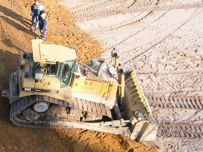 Bucket Wheel Excavator vs Caterpillar D8R Dozer (19 pics)