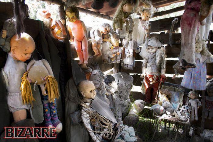 Isla De Las Munecas - Island of the Dolls (17 pics)