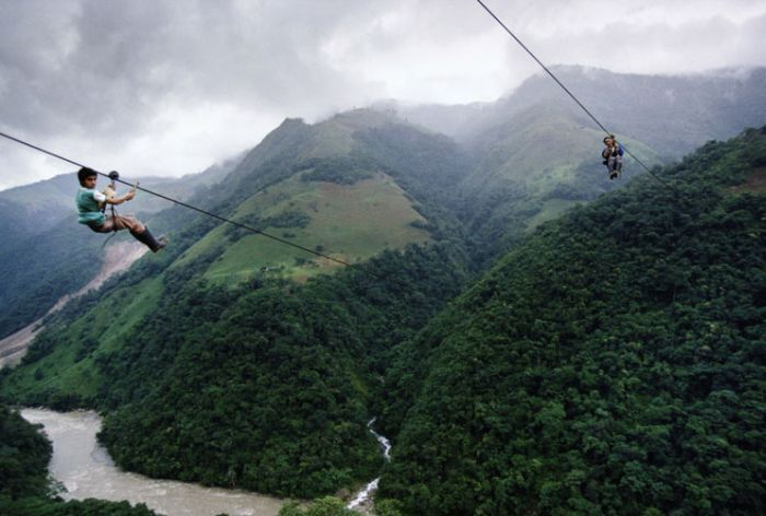 Zipline to School (8 pics)