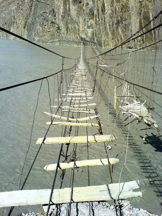 Hussaini Hanging Bridge (6 pics)