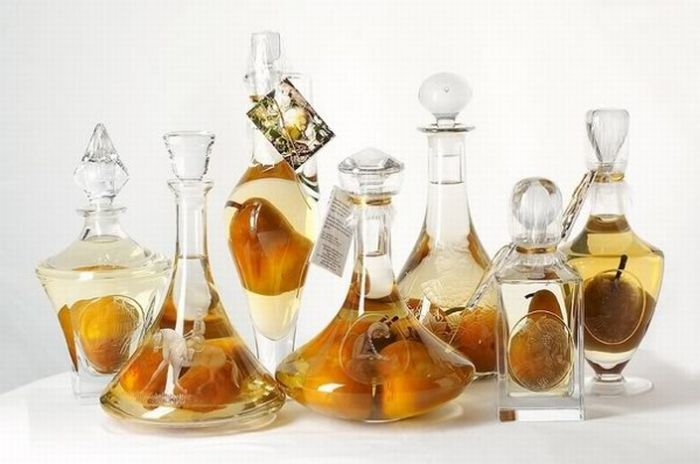 Pears in the Bottle (9 pics)