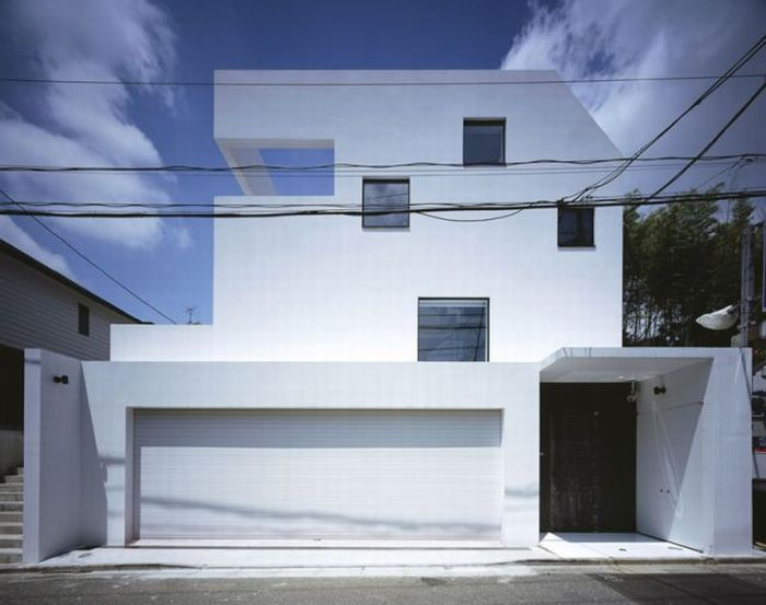 Amazing House in Tokyo with a Garage for 9 Cars (12 pics)