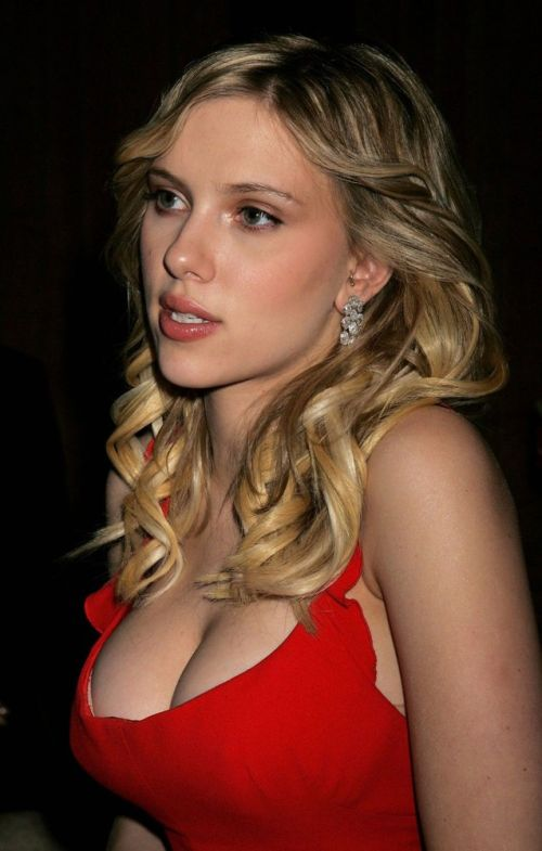 Pierced Celebrities (49 pics)