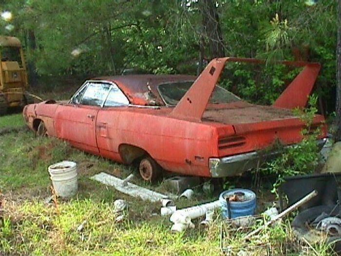 Abandoned Supercars (104 pics)