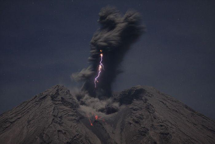 Breathtaking Volcano Photographs (36 pics)