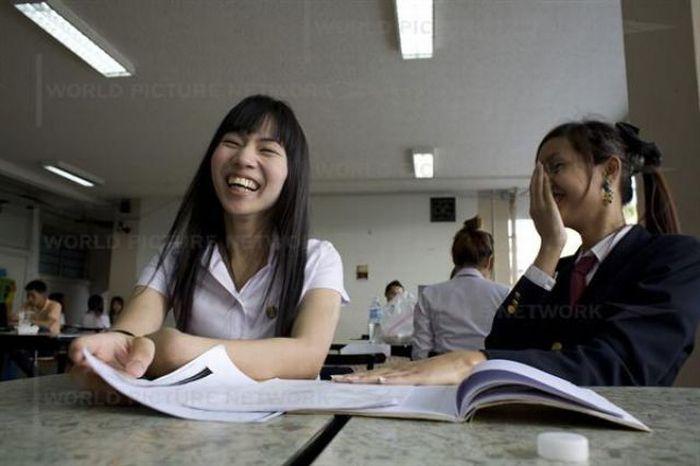 Ladyboy Students in Thailand (18 pics)