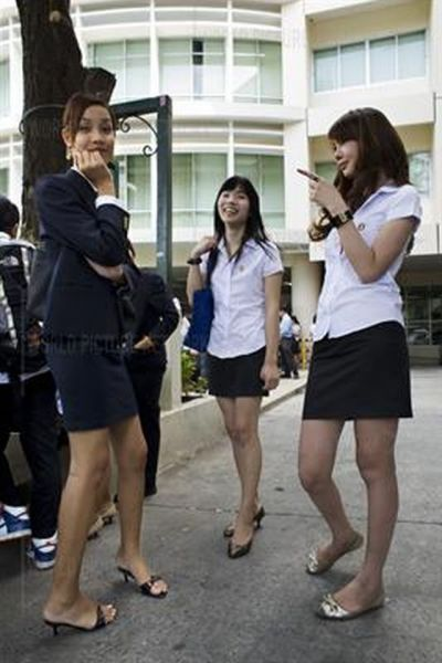 Ladyboy Students in Thailand (18 pics)