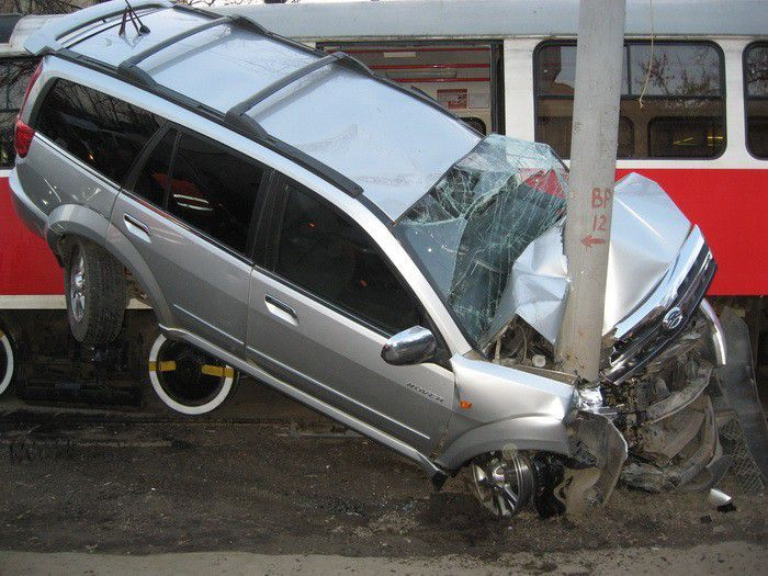 Crushed by a Tram (3 pics)